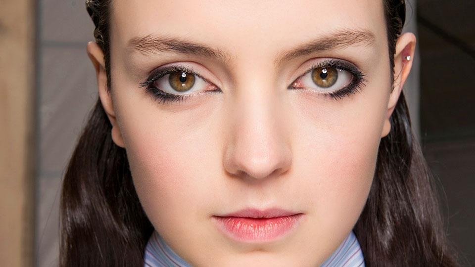 model-bottom-eyeliner.jpg